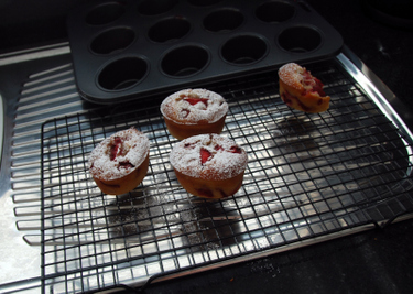 Strawberry_friands
