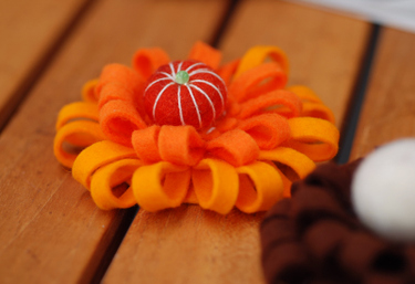 Felt_brooch_orange01