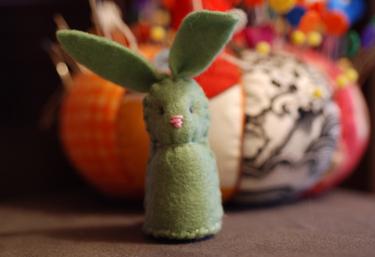 Itty_bitty_felty_bunny01